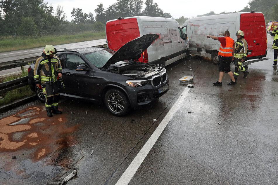 Zwei Transporter und ein BMW waren miteinander kollidiert.