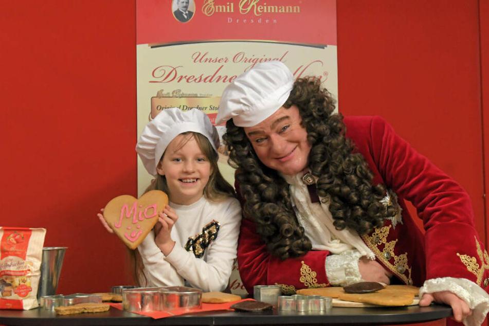 Mia Manuela Böhmer (9) strahlt überglücklich, als sie von August dem Starken erfährt, dass sie zur Pfefferkuchen-Prinzessin gekrönt wird.