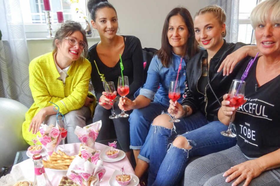 """Diese fünf Leipzigerinnen shoppten das letzte Mal in Leipzig zum Motto """"Cross-Body-Bag""""."""