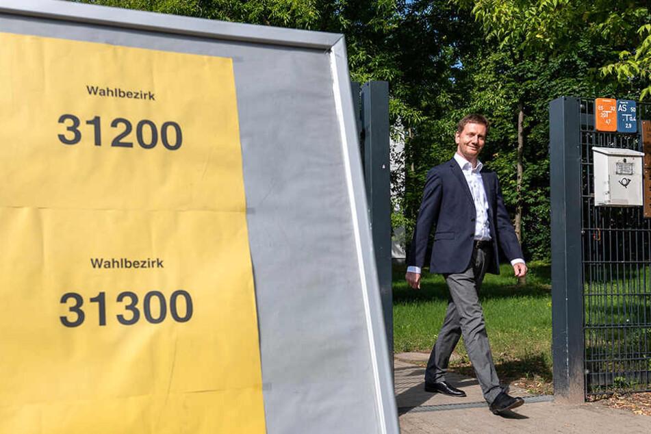 Da war die Stimmung noch in Ordnung. Michael Kretschmer (44, CDU) nach dem Gang zur Wahlurne.