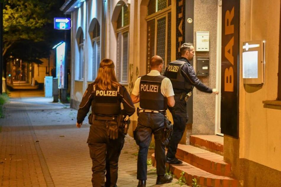 Mindestens zwei Personen sollen am Freitag eine Spielhalle in Magdeburg überfallen haben.