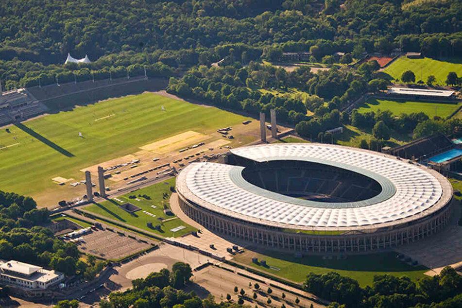 Die Luftaufnahme zeigt das Olympiastadion in Berlin. Noch ist es die Heimat von Hertha BSC.