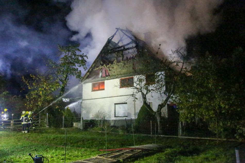 Die Feuerwehr mussten mehrere hundert Meter Wasserschläuche verlegen, um den Brand unter Kontrolle zu bekommen.