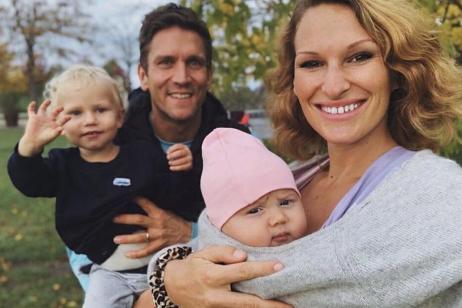 Janni Hönscheids (29) und Peer Kusmagks (44) zweijähriger Sohn Emil-Ocean soll schon die Buchstaben lernen
