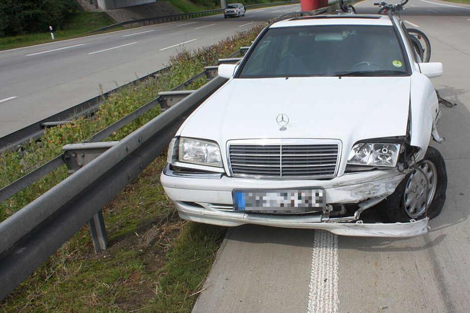 Frau erschrickt sich auf Autobahn und verreißt das Lenkrad