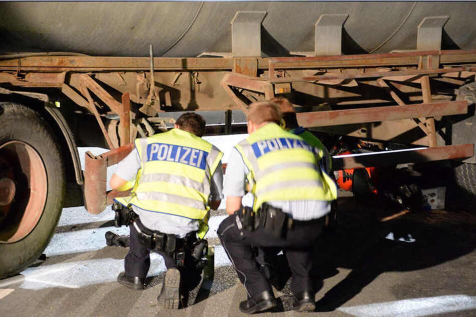 Die Polizei hat am Unfallort auf der Göttinger Breede die Beweise sichergestellt.