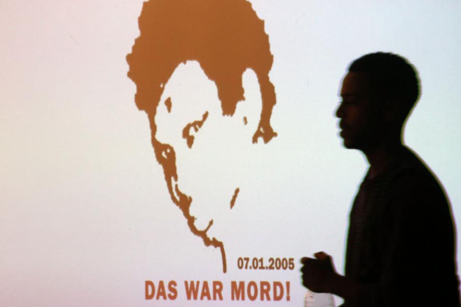Oury Jalloh war vor 14 Jahren in einer Dessauer Polizeizelle unter mysteriösen Umständen ums Leben gekommen. Bis heute fordern Kritiker eine lückenlose Aufklärung des Falls.