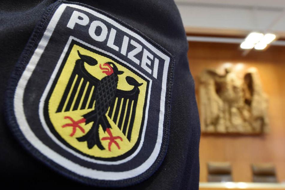 Der Bundespolizist wurde so schwer verletzt, dass er seinen Dienst abbrechen musste. (Symbolbild)