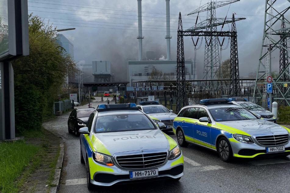 Hamburg: Dunkle Wolken über Hamburg: Großbrand in Kraftwerk gelöscht