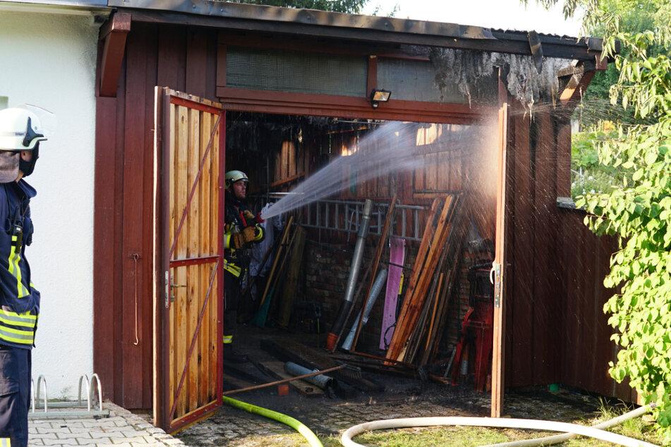 Beim Kampf gegen das Unkraut setzte ein Girbisdorfer (56) seine Garage in Brand.