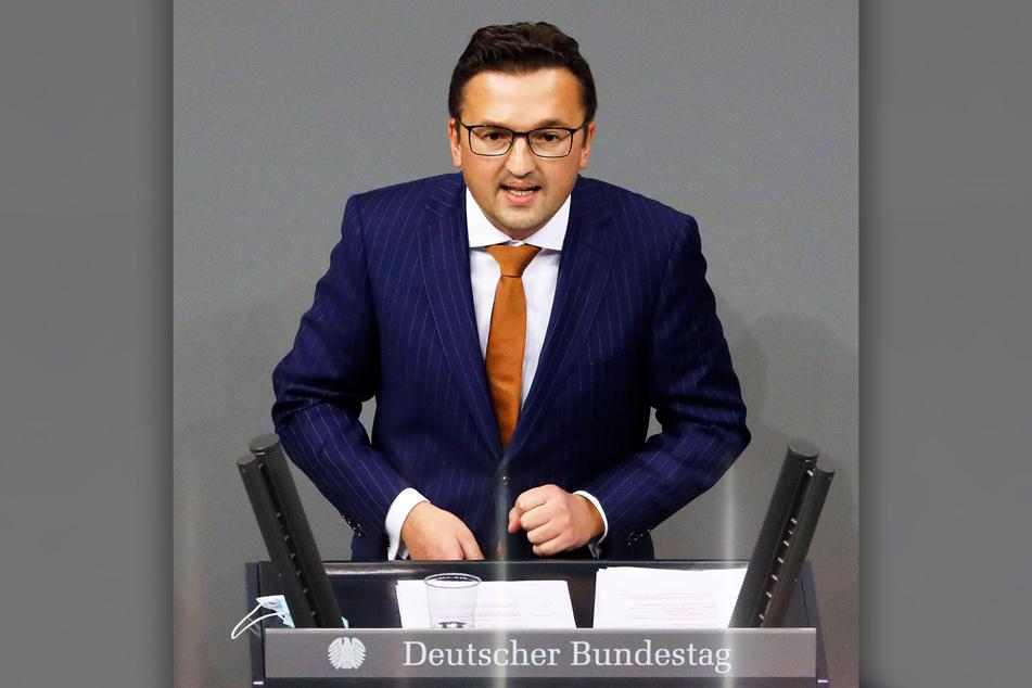 Bundestagsmitglied Carsten Körber schickt die Fliegen nach Berlin.