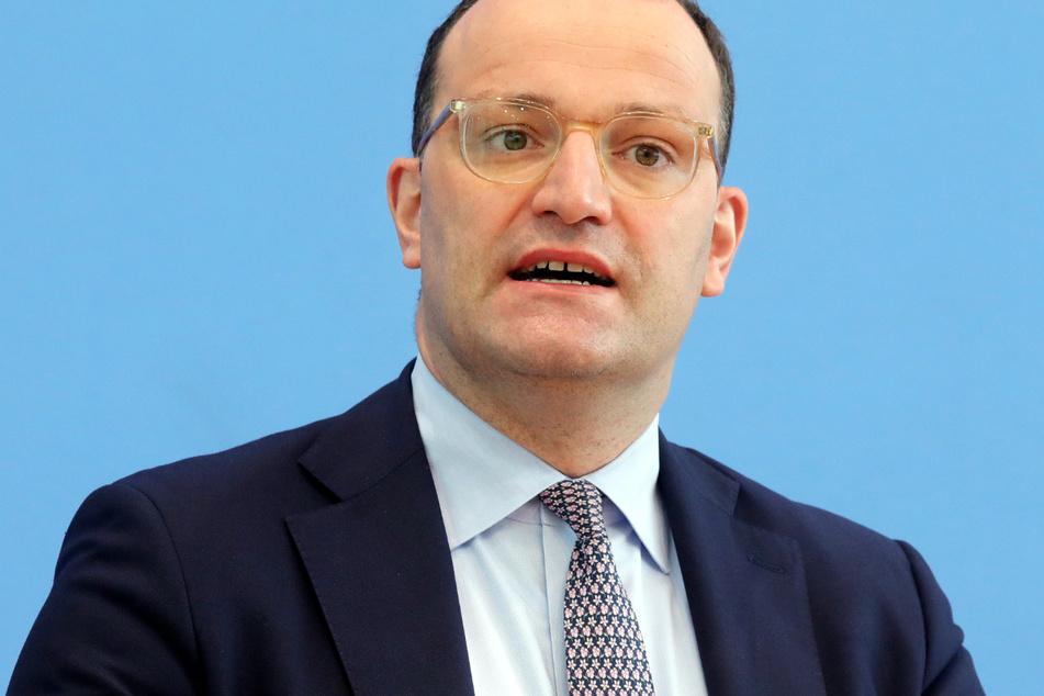 """Bundesgesundheitsminister Jens Spahn (41, CDU) sagte: """"Wir impfen Deutschland gerade zurück in die Freiheit."""""""