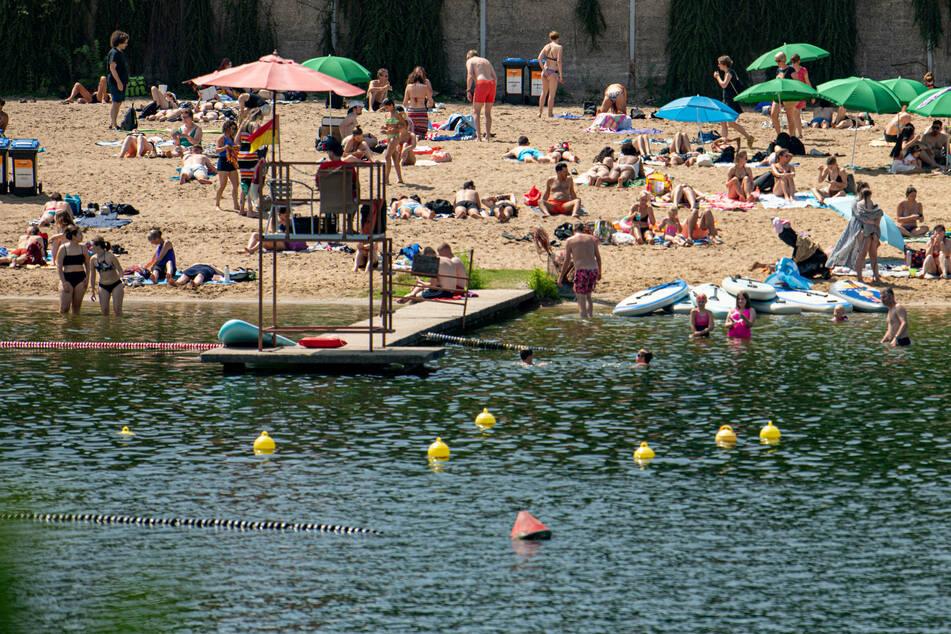 Am Wochenende lockte warmes Wetter viele Berliner und Brandenburger an die Strandbäder.