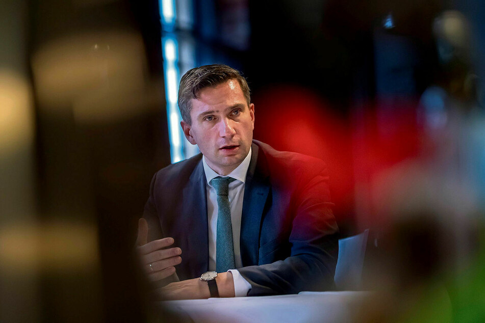 Hofft, dass die sächsische Wirtschaft glimpflicher als andere von der Krise getroffen wird: Martin Dulig (46, SPD), Staatsminister für Wirtschaft, Arbeit und Verkehr.