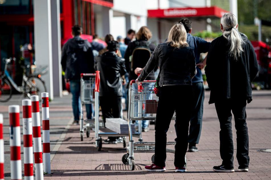 Berlin: Corona-Eklat im Discounter: Streit um Sicherheitsabstand eskaliert