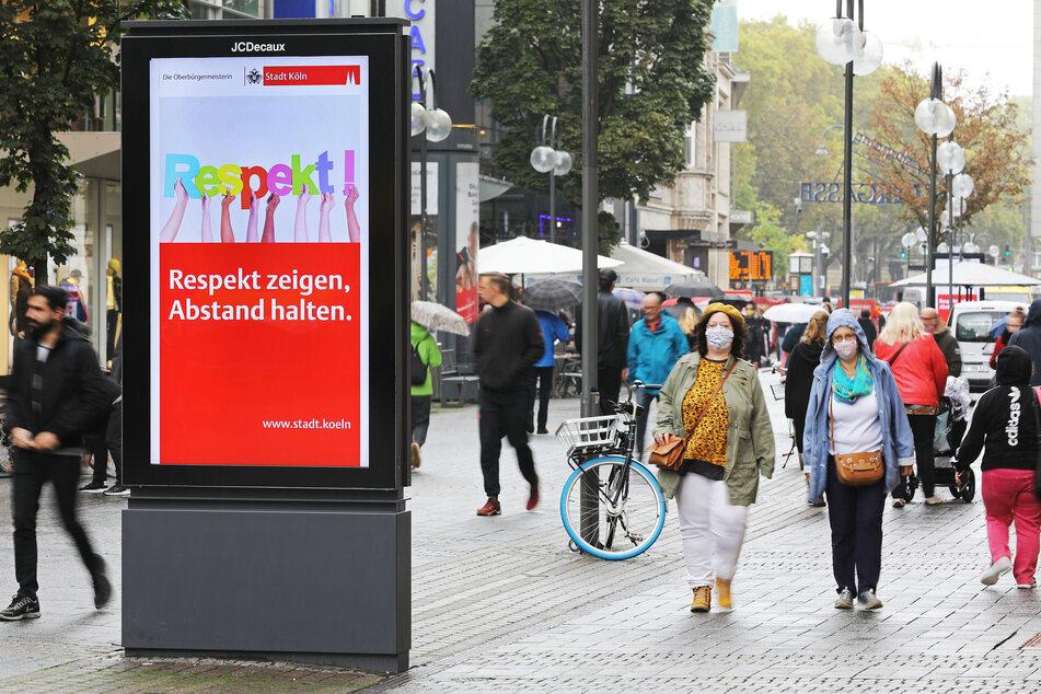 In NRW haben am Samstag sieben Kreise und Städte den Corona-Grenzwert überschritten. In Köln greifen daher ab sofort neue Maßnahmen.