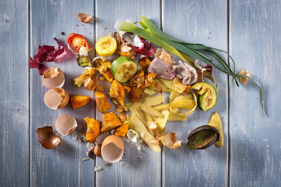 Vor allem rohe Obst- und Gemüsereste, die in der Küche anfallen, eignen sich gut für den Kompost.