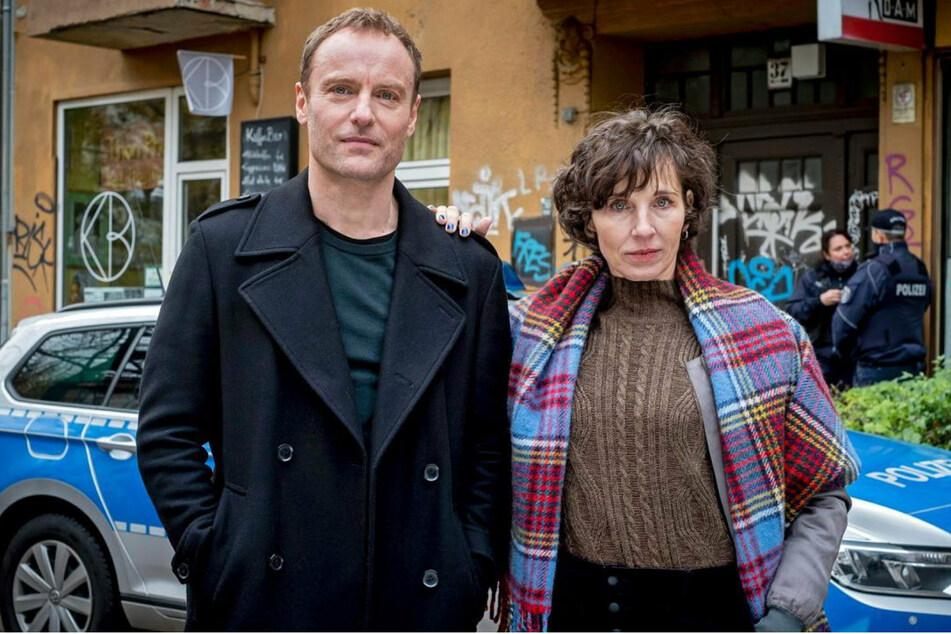 Die Kommissare Karow (Mark Waschke, 49) und Rubin (Meret Becker, 52) werden mit dem Berliner Mietenwahnsinn konfrontiert.