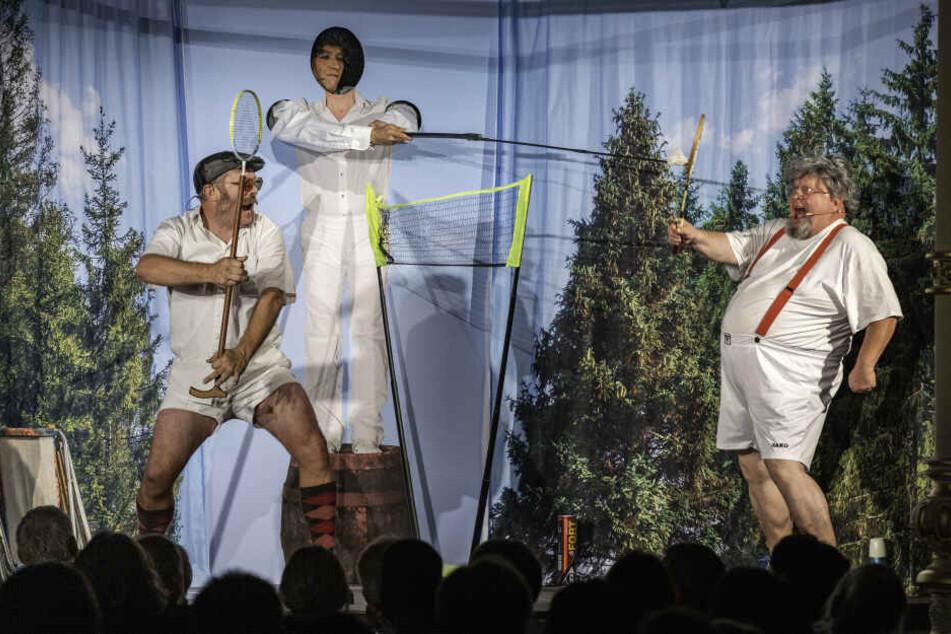 Bis Dezember begeisterte Holger Blum (r.) im Radeberger Biertheater mit Witz und viel Bauch.