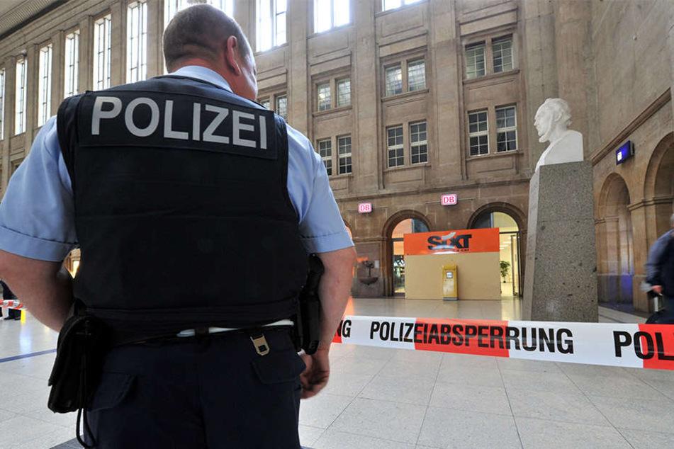 Mit einem Großaufgebot proben Polizei, Feuerwehr und Bahn von Dienstag auf Mittwoch den Ernstfall am Leipziger Hauptbahnhof (Archivfoto).