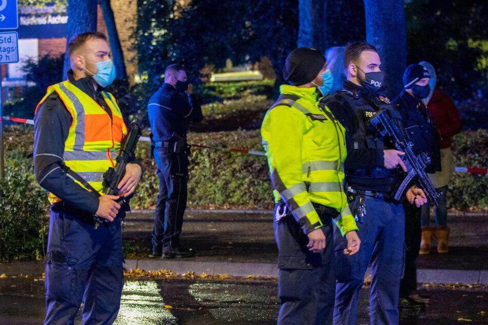 Ein Tatverdächtiger hat sich nach den tödlichen Schüssen auf einen 32-Jährigen in Alsdorf der Polizei gestellt.