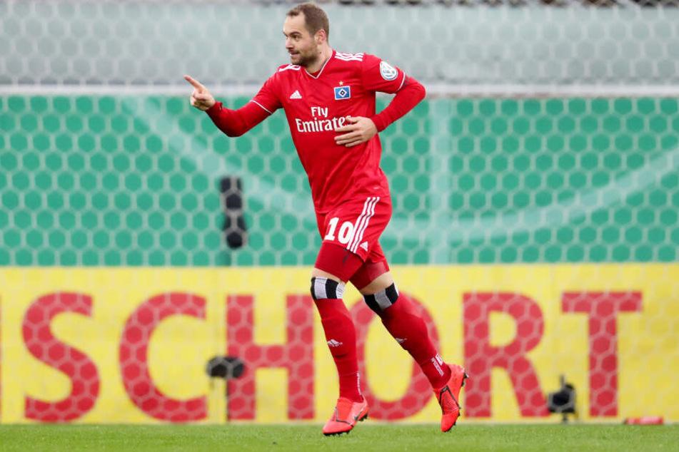 Die Tor-Fabrik hat wieder zugeschlagen: Pierre-Michel Lasogga bejubelt seinen Treffer zum 1:0.