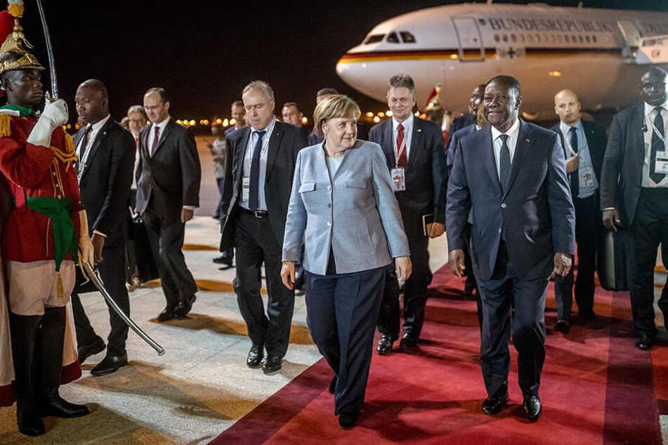 Auch Angela Merkel (vorn) reist zum EU-Afrika-Gipfel.