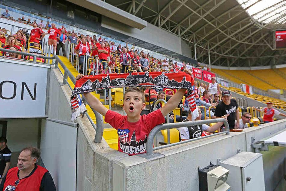 Vorm Anpfiff waren die FSV-Fans noch voller Zuversicht.