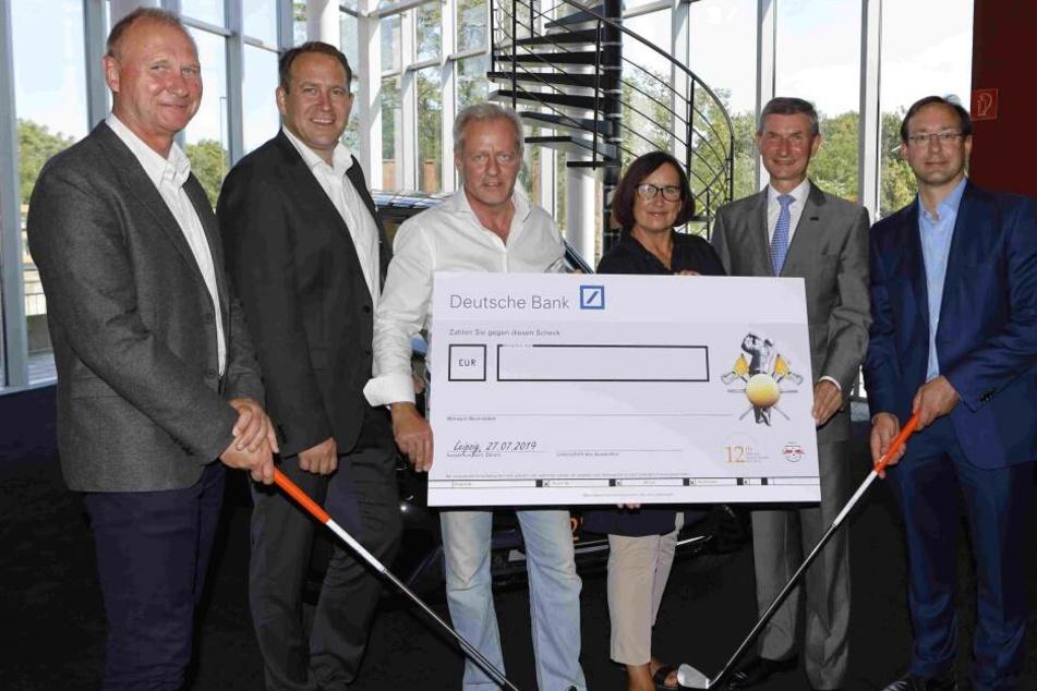 Noch ist der 2019-Spendenscheck leer. Werden die 2,2 Millionen Euro aus dem Vorjahr überboten?