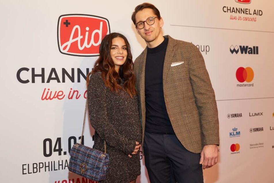 """Lilli Hollunder und René Adler auf dem Benefiz-Konzert """"Channel Aid"""" in der Elbphilharmonie."""