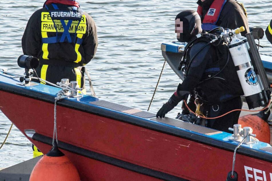 Erst eine Stunde später kehrte der Spaziergänger zurück, da trieb bereits die Leiche des 50-Jährigen im Fluss (Symbolbild).