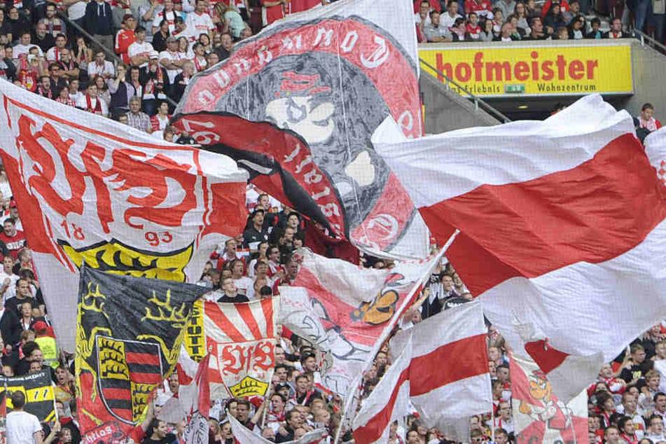 """Die VfB-Fans werden langsam unruhig. Im VfB-Fan-Podcast """"BrustringTalk"""" wird auch Trainer Tayfun Korkut kritisiert."""
