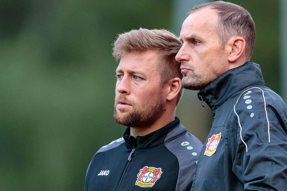 Heiko Herrlich (45, re.) hat Nico Schneck (29) erst nach Regensburg geholt, dann nach Leverkusen.