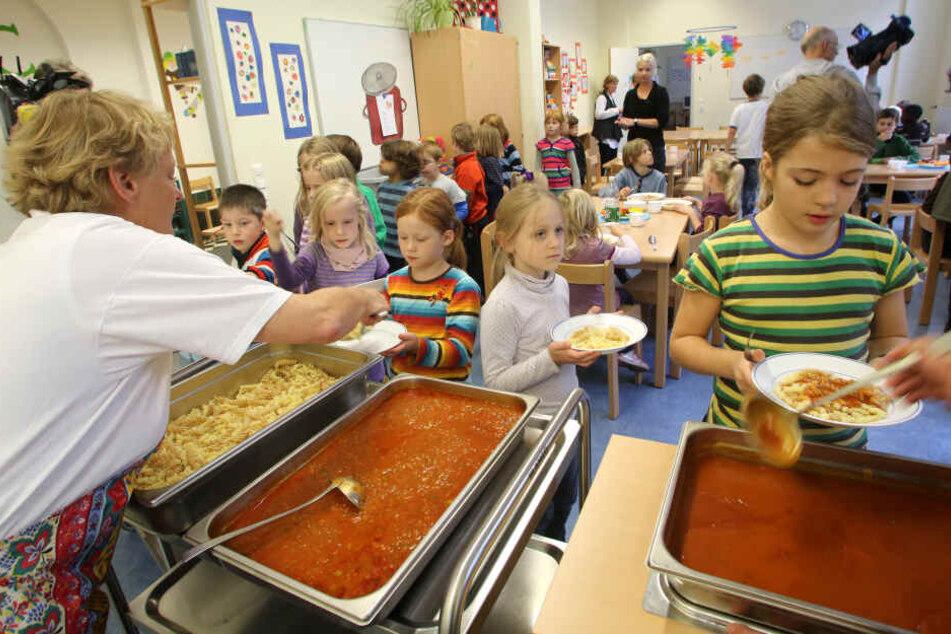Für den von der Bundesregierung geplanten Rechtsanspruch auf Ganztagsbetreuung an Grundschulen fordert Nordrhein-Westfalen Finanzgarantien.