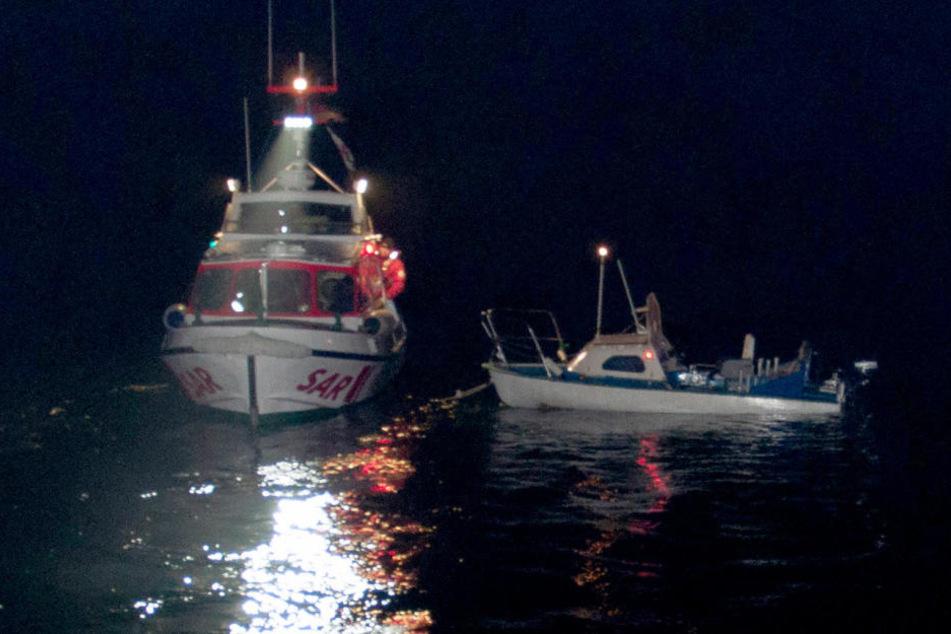 Die Seenotretter fanden das Boot der Männer im dichten Neben.