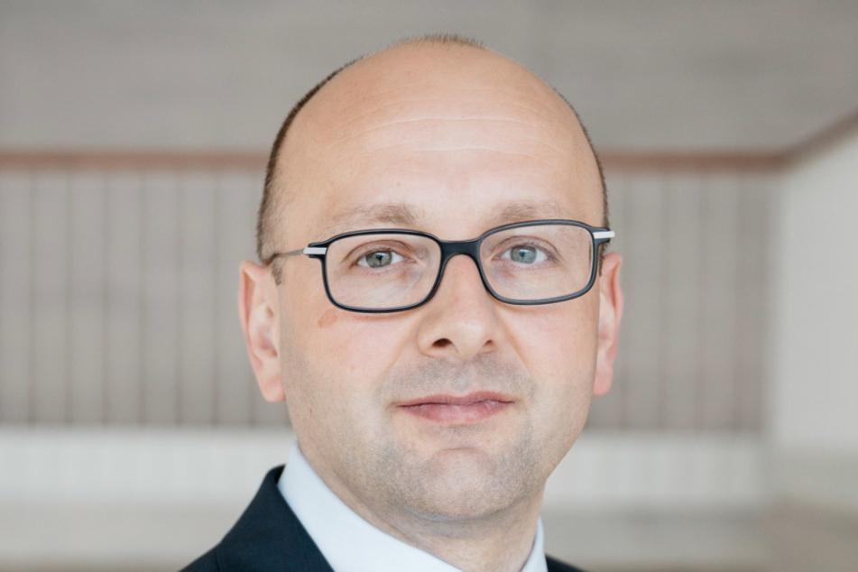 Insolvenzverwalter Lucas Flöther (42) zieht mit dem Gutachten eine Art  Zwischenbilanz.