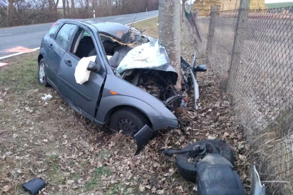 Im Harz ist am Mittwoch ein Autofahrer nach einem schweren Unfall gestorben.