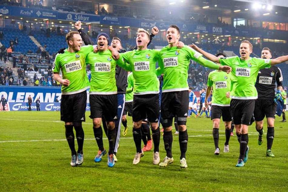Die Stimmung war nach dem Sieg in Rostock prächtig.