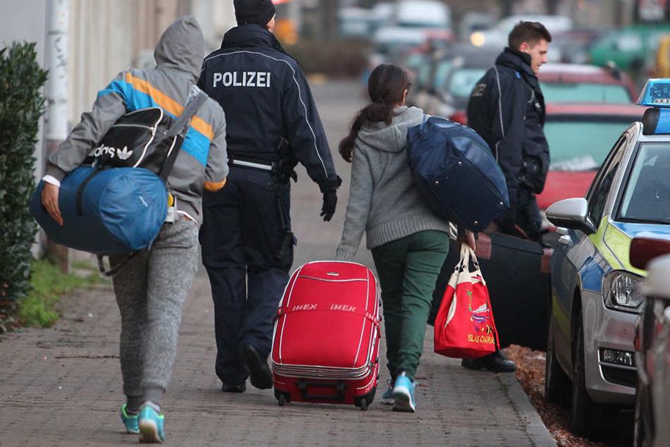 Laut Medienberichten sollen abgelehnte Asylbewerber aus Afghanistan nun abgeschoben werden.