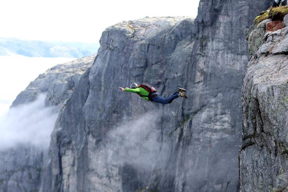 Am Mittwochnachmittag ist im schweizerischen Stechelberg ein Basejumper tödlich verunglückt. (Symbolbild)