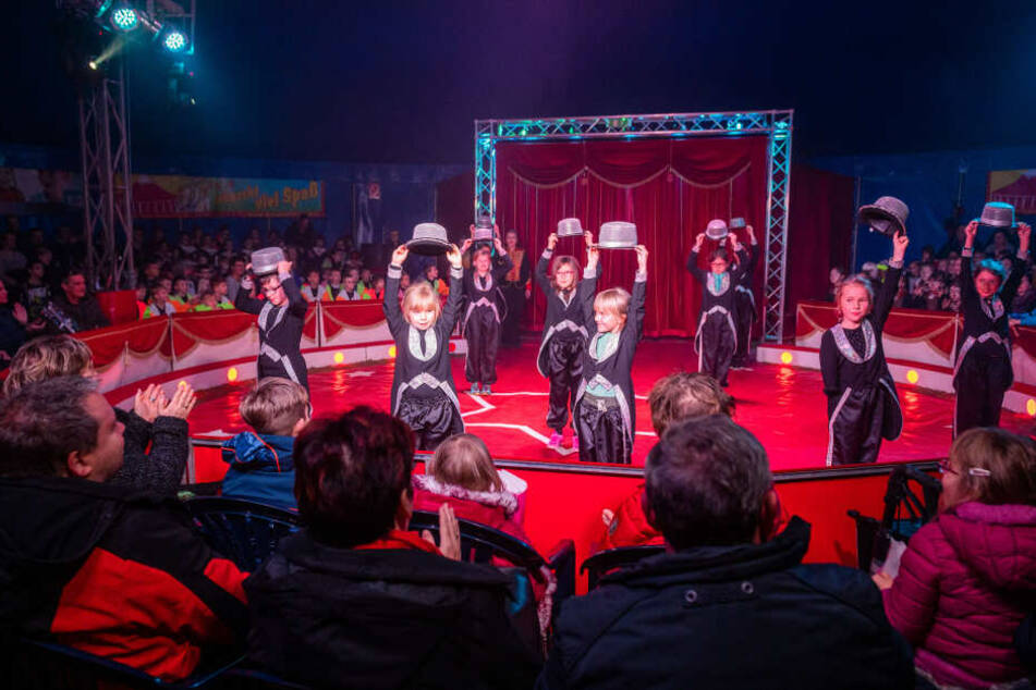 Zusammen stellten die Kids der Grundschule Borna und der Landesschule für Blinde und Sehbehinderte ein buntes Zirkusprogramm auf die Beine.