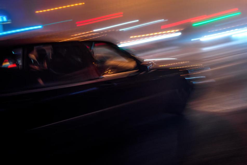 Der Fußgänger (57) starb nach der Kollision mit einem Auto (Symbolbild).