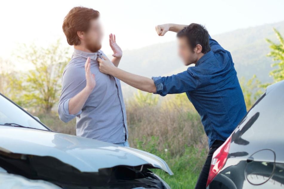 Keiner der beiden Autofahrer wollte rückwärts fahren. Diese Uneinsichtigkeit mündete in einen Kampf. (Symbolbild)