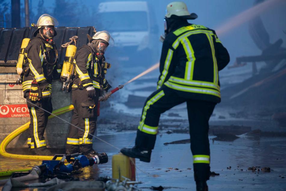 Rund zwei Millionen Euro Schaden! Lagerhalle in Fulda abgebrannt