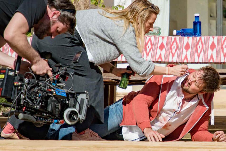 Felix von Jascheroff (spielt John) wird für eine Szene vorbereitet.