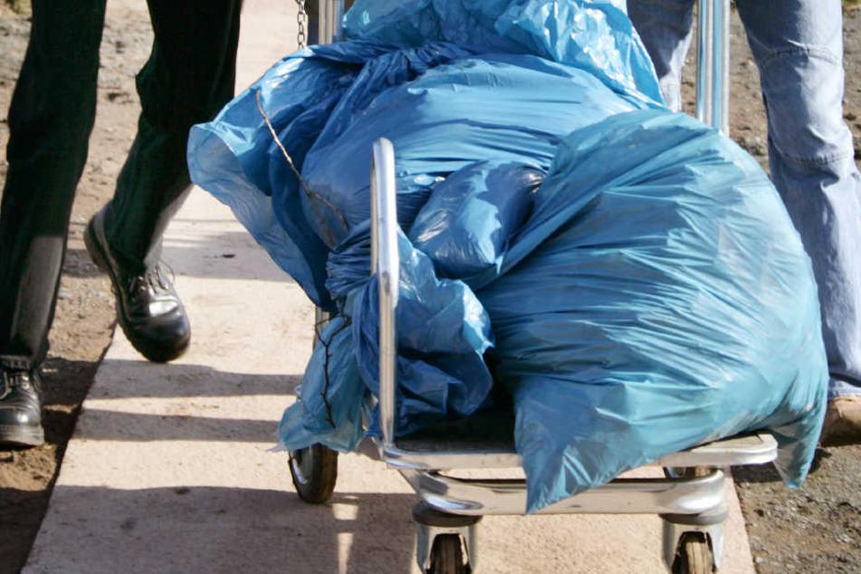 Die Säcke waren mit Pfandflaschen gefüllt (Symbolfoto).