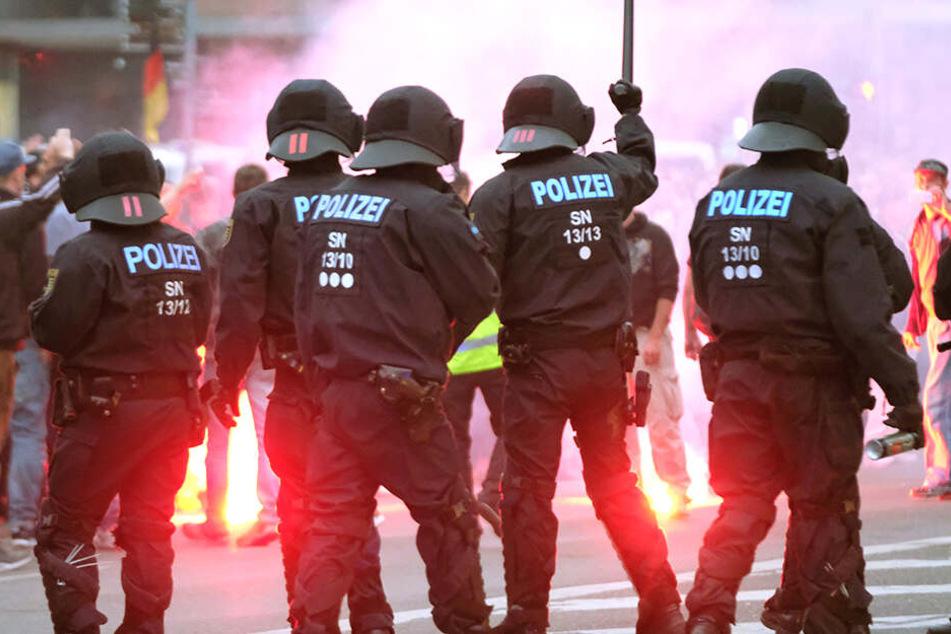 """Bei den Kundgebungen der rechten Szene nach der tödlichen Messerattacke in Chemnitz waren auch zahlreiche """"Normalbürger"""" dabei."""