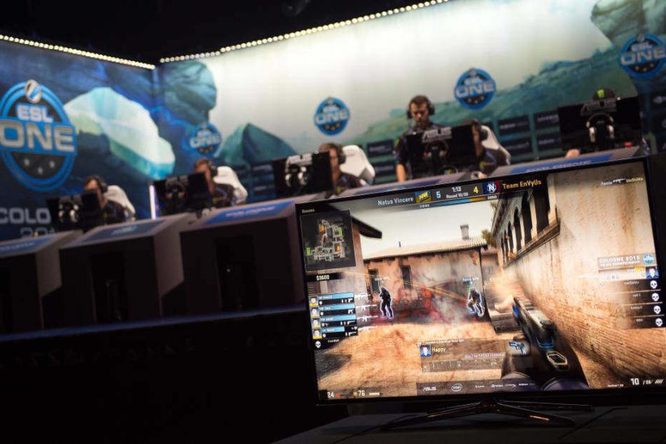 """Viertelfinale des """"Counter-Strike""""-Turniers 2015 in der Lanxess Arena."""