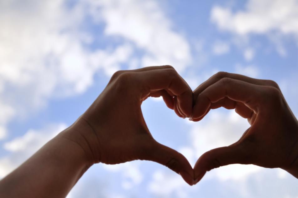 Medikamente und regelmäßige Kontrollen helfen bei chronischer Herzschwäche.