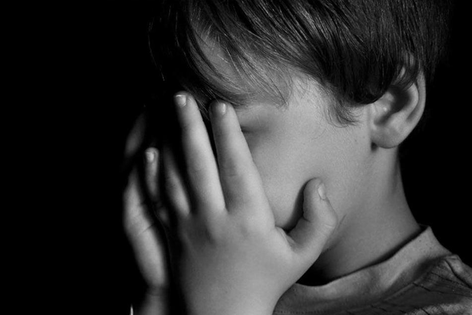 Familienvater soll eigenen Sohn fast 600 Mal missbraucht haben